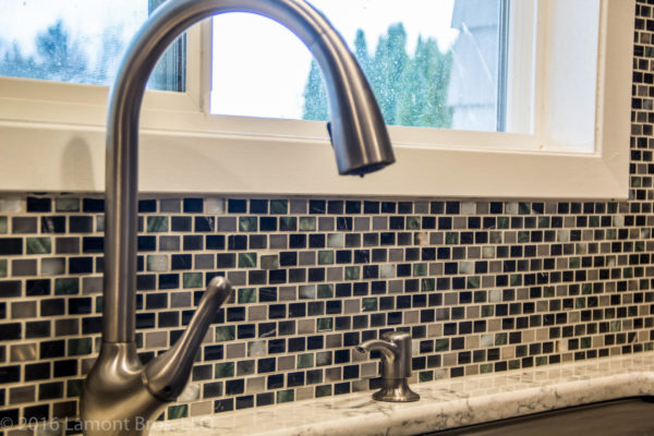modern kitchen backsplash ideas: colorful mosaic