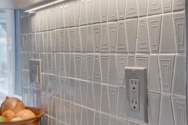kitchen remodel projects: mid-century tile backsplash