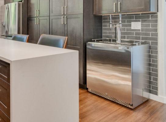 modern home bar ideas: breakfast bar with nitro coffee machine